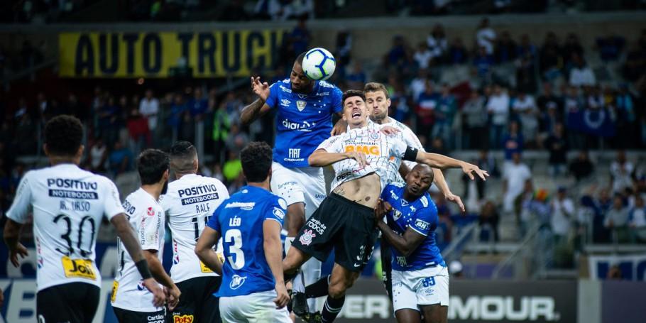 Cruzeiro e Corinthians empatam no Mineirão