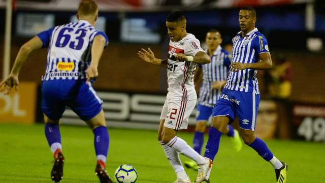 Avaí e São Paulo não saem do 0 x 0