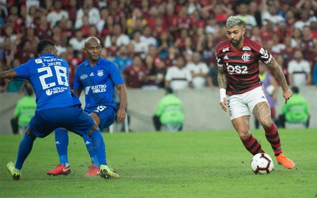 Flamengo vence Emelec para a alegria da torcida
