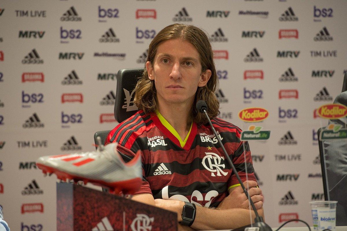 Flamengo contrata Filipe Luís e o lateral estreia domingo