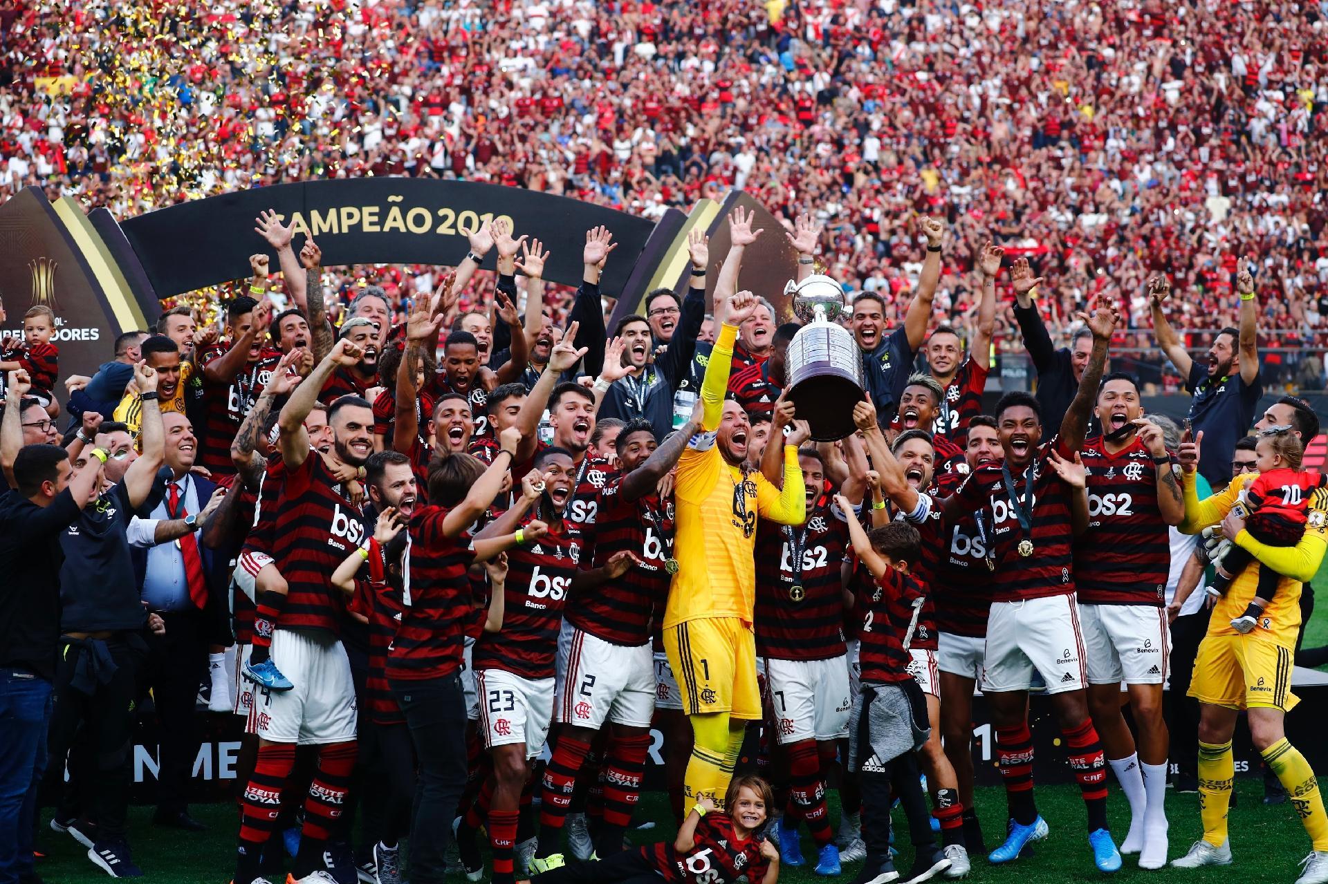 Flamengo perde para o Santos em fim de temporada histórica