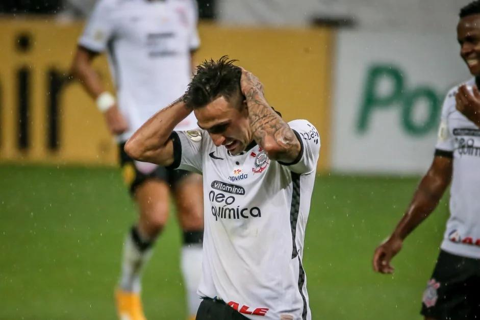 Corinthians perde para o Bragantino e se complica no Brasileirão