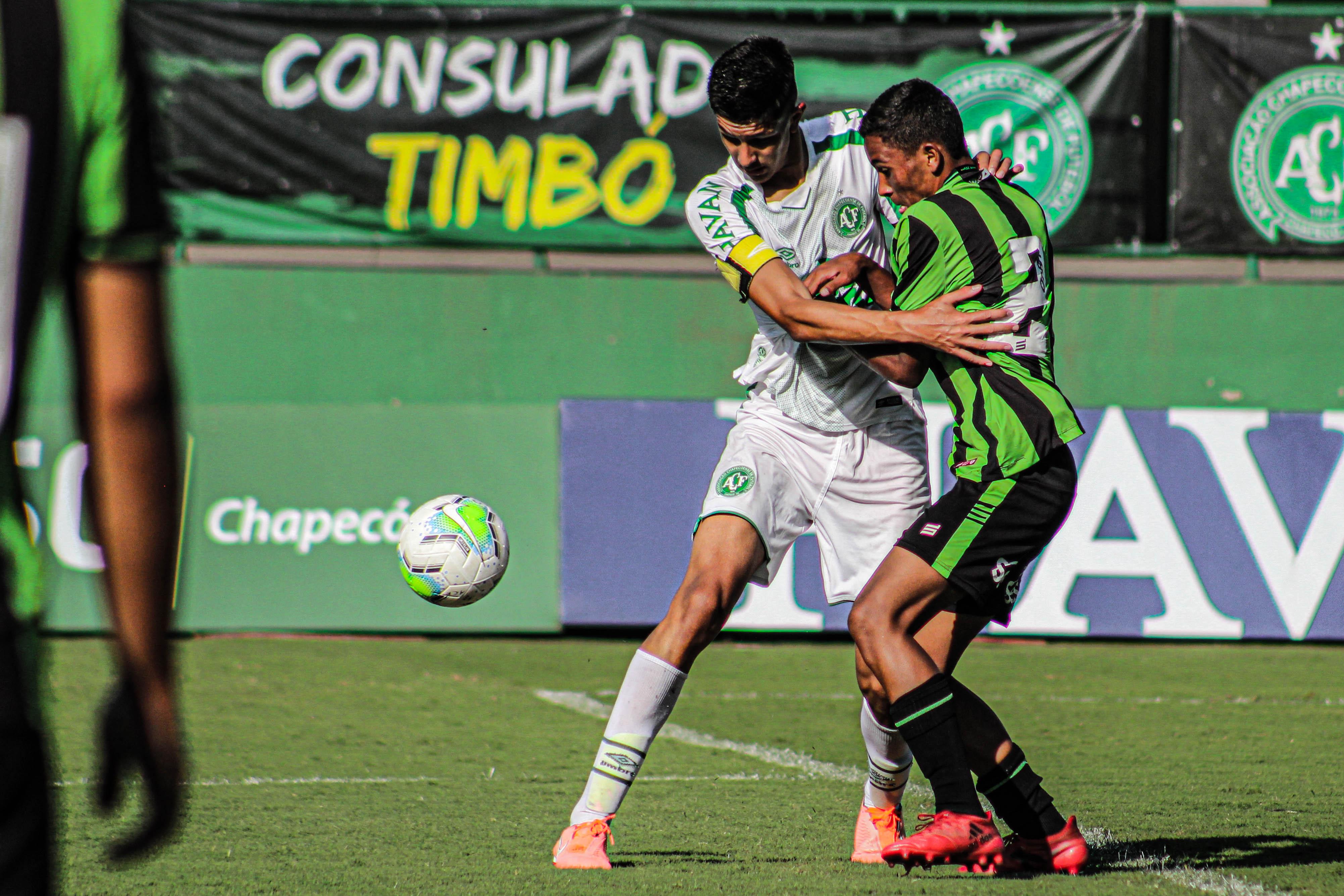 Chapecoense tropeça e perde a liderança da Série B