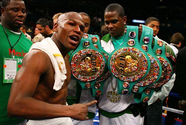 Floyd Mayweather: Lenda do boxe se une a Muhammad Ali depois de receber a mais alta honraria do WBC