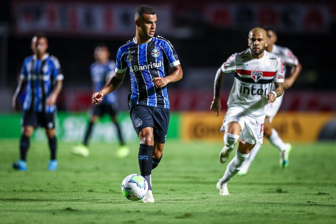 São Paulo em crise - Luciano se torna esperança de título