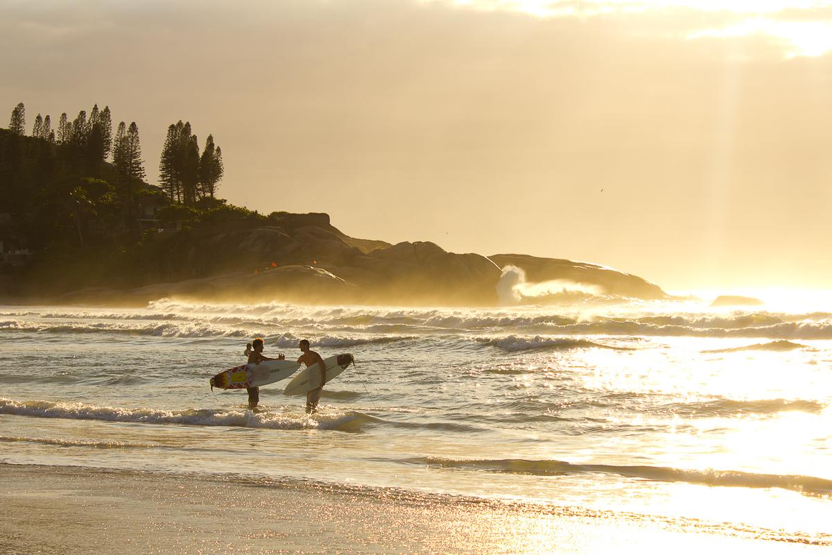 Quais são as 10 melhores praias para praticar surf? Descubra agora