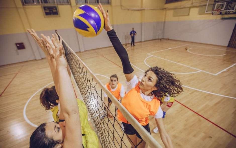 Descubra as melhores técnicas para jogar vôlei além da recreação