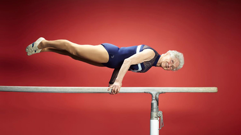Fisiculturismo - a atleta mais idosa do mundo começou a se exercitar com 56 anos