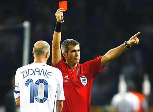 Conheça esse jogador, que foi o que mais recebeu cartão vermelho na carreira