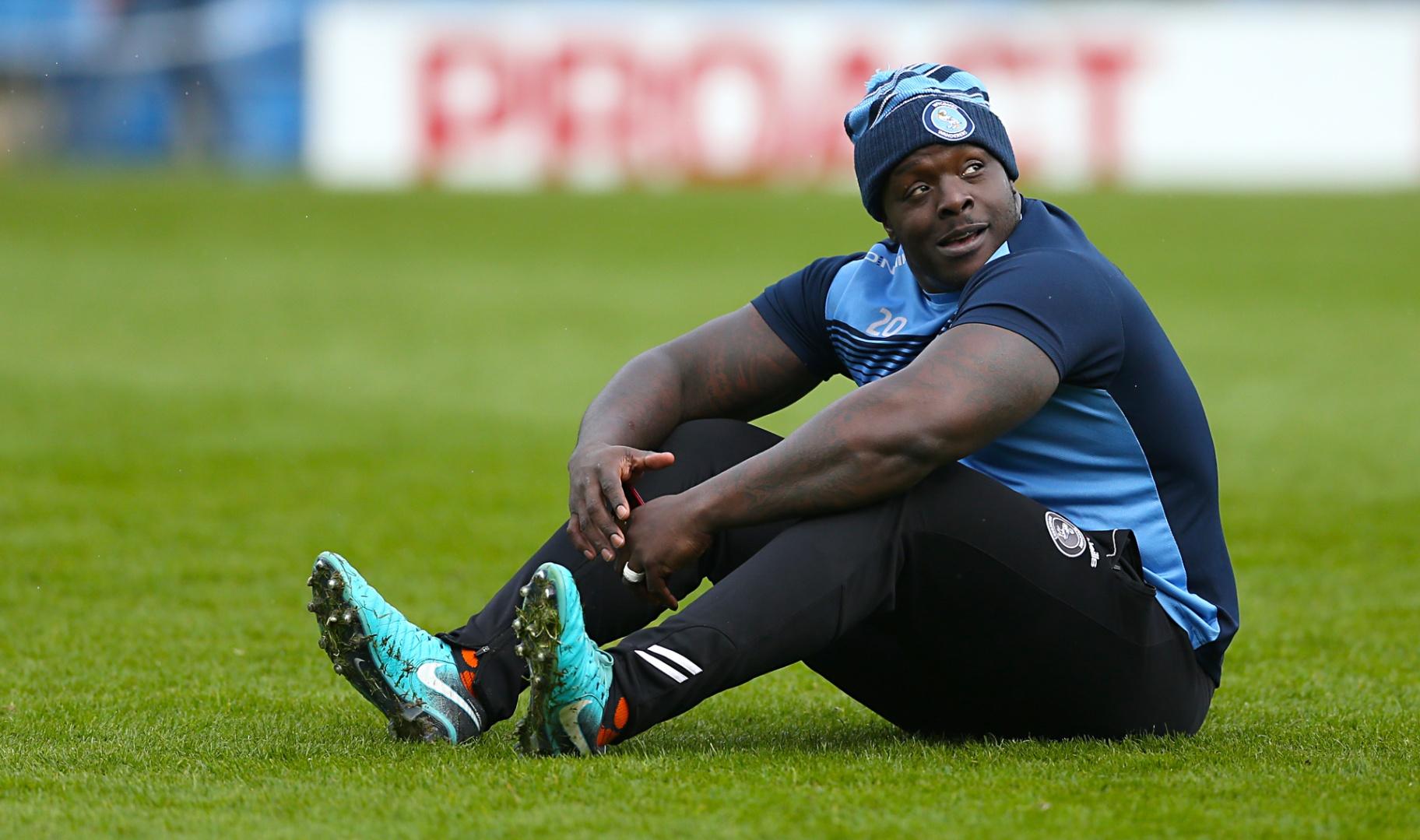 Com fama de marombeiro, Akinfenwa é o jogador de futebol mais forte do mundo