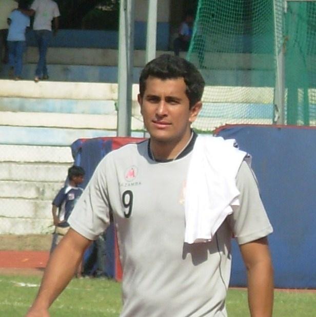 Edmar Figueira - jogador de futebol que venceu a depressão e se tornou médico