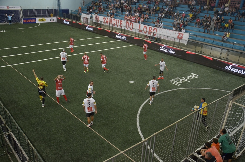O que é o showbol (indoor soccer) – Conheça as regras e as competições