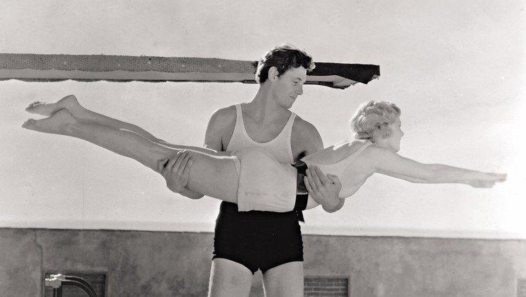 """Johnny Weissmuller - Ator de """"Tarzan"""" que venceu 5 ouros olímpicos na natação"""